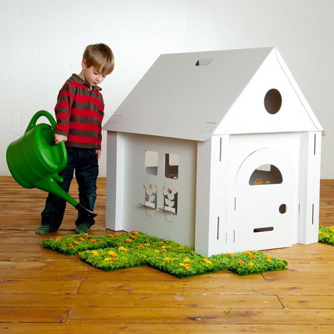 das gr te spielhaus aus karton calafant. Black Bedroom Furniture Sets. Home Design Ideas